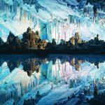 Ngắm vẻ đẹp nhiều màu của hang động Sáo Sậy ở Trung Quốc