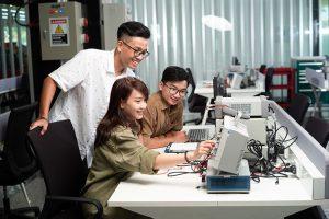 Học công nghệ thông tin – không lo sự nghiệp quay vào ô… mất lượt!